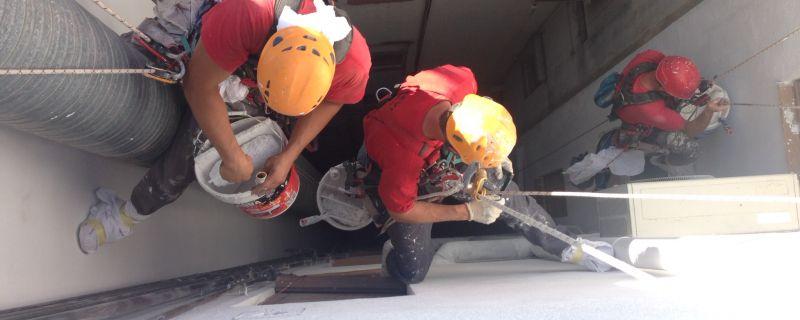 Treballs de rehabilitació de patis de llums